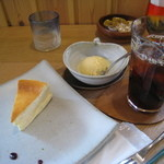 ログカフェ スノードーム - チーズケーキセット