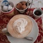 フィールアットイーズカフェ - ドリンク写真:ウインナーコーヒー 550円