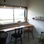 akaimi cafe - 窓カウンター席 2015年10月