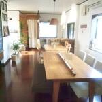 akaimi cafe - この2つのテーブルでワークショップをされてました 2015年10月
