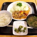 ダイシン ファミリーレストラン - ダイシンB定食(¥770)。豚生姜焼と白身フライのセット
