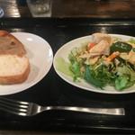 43552635 - パスタランチ(税込900円)                       フォカッチャ・サラダ