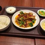 唐朝刀削麺 成田空港店 - 鶏肉のピリ辛山椒炒め定食(^∇^)
