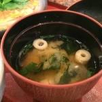 串処 満蔵 - わかめと麩の味噌汁