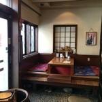 串処 満蔵 - 小上がりに、掘りごたつ席が2席ありました
