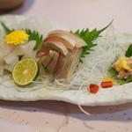 なかむらや旬味旬彩 - 料理写真:カワハギとしまアジのお造り