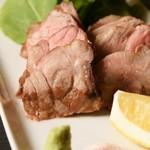魚介料理 海 - 料理写真:牧場直送のSPF豚のステーキです。