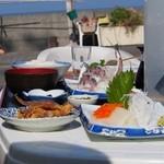 さかや食堂 - 活アジ刺身定食と単品イカの刺身