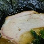 王道家 - モモのスモークしたチャーシューは柔らかく風味もいい。