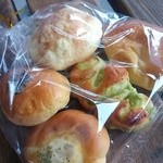 みつばちパンの店 - ミニ菓子パンセット 250円