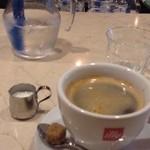 セントベーネ - 食後のコーヒーも付いて、ランチのA corsoは税込1,000円です。