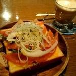43566027 - 『スモークサーモン&オニオンの厚切りチーズトースト』ドリンク付¥500-