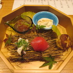 かま田 - ②八寸 手まり寿司、生湯葉、いくら大根おろし、下②足酒盗和え、椎茸の里芋射込み揚げ