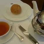 ティーダブリュージー ティー - パンと紅茶