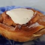 フクロウパン - アップルシナモンロール(チーズクリームトッピング)190円