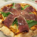 キャナリィ・ロウ - 生ハムとルッコラのピザ