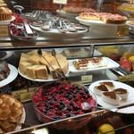 キャナリィ・ロウ - デザートの種類も一杯