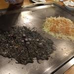 浅草もんじゃ お好み焼き 鉄板焼き 西屋 - 白と黒の対比