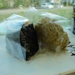 おむすび屋 源 - 岩のり(150円)と白とろろ(180円)