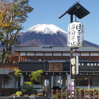 世界遺産富士の麓。背に仰ぐ【富士と山中湖】