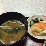 みどり食堂 - 小鉢は、これも鯛の南蛮漬け、そして、わかめとエノキの味噌汁(2015.10.24)