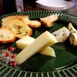 43588462 - チーズ盛合わせ 3種