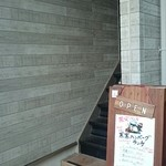 outdoor grill&cafe  STOVE - お店は2階なので ここから上へ。