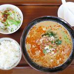 餃子の花家 - ランチ担々麺セットのアップ
