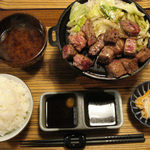 佰食屋 すき焼き専科 - サイコロステーキ定食(\1200+税)