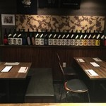 日本酒BAR炎 - テーブル席は2卓