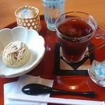 民芸茶房 栗の家 - アイスティーとモンブラン