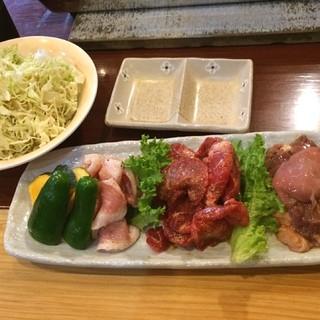 ラーメン ホルモン 司 - 気仙沼ホルモン、トントロ、カルビ。
