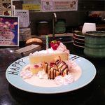 43598089 - 誕生日の人にはケーキが…。