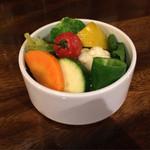 ピッツァリーナ - ランチについてくる蒸し野菜のサラダ