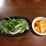 耽羅 - キムチとサラダ
