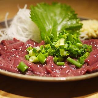 居酒屋 源氏 - 料理写真:絶品の牛レバー刺し