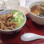 大樹 - 料理写真:ミニラーメンとミニ焼肉丼(650円)