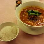 赤坂 四川飯店 - 赤坂四川飯店名物の坦々麺です。スープのコクが濃厚で、なおかつしつこさがないので美味しかったです。