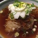 肉衛門 - 冷麺、お酢をかけて