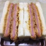 パーネデリシア - 料理写真:ダブルハムカツ 320円