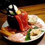 牛豚馬鶏 - 焼肉盛合せ・大 税抜3,280円