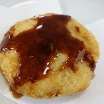 十三うどん - ソースをかけて食べると至福の美味しさ。思わずご飯が欲しくなります