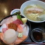 43608073 - 本日の海鮮丼(海鮮丼+ミニ塩ラーメン+丸ごとホタテ)