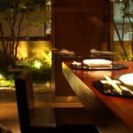 不風流 - 入口の雰囲気も合わせて感じられるテーブル席
