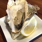 オイスターバー トトベネ - 焼き牡蠣もきました(*^^) 北海道の仙鳳趾。やっぱ牡蠣は旨いね!!旨み濃縮な焼き牡蠣もまた良いです~。