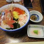 北のグルメ亭 - 暫く待つと注文したスペシャル丼2000円の出来上がり、海鮮の丼だから直ぐに出来ると思ったら案外時間がかかりました。