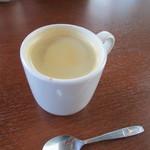 エール カフェ - 最後はホットコーヒーをいただいてランチは終了、会場のメインアリーナに戻らせていただきました。
