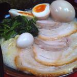 Yokohamaiekeiramentokorozawayamatoya - 631ラーメン+味玉 (2015-10-24)