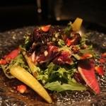 43613168 - 彩り野菜のガーデンサラダ バルサミコドレッシング