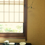 43613783 - 禁煙希望したら、ツル植物の生える個室会食場を案内して貰えた。